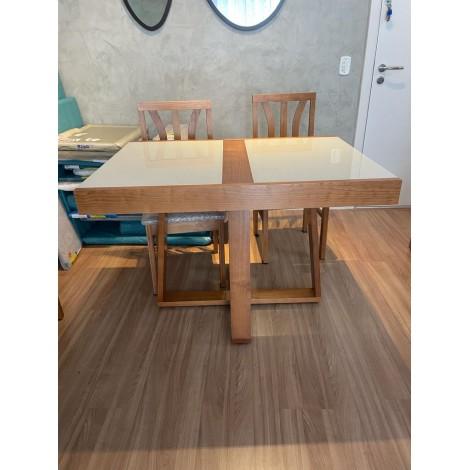 Conjunto de Mesa Itália Extensível 1,10-1,70m Vidro Preto/Branco com 4 Cadeiras Londres Diversos Tecidos Imbuia